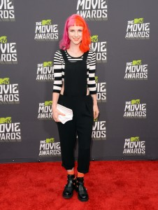 Hayley-Williams-paramore-red-carpet-dress-mtv-movie-awards-2013