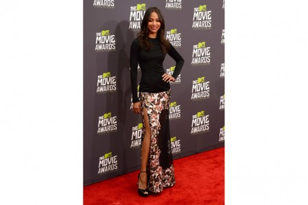 Zoe-Saldana-givency-jimmy choo-red-carpet-dress-mtv-movie-awards-2013