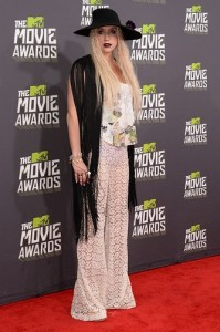 kesha-red-carpet-dress-mtv-movie-awards-2013