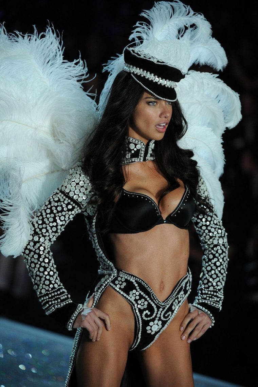 Adriana Lima Per Victorias Secret Show 2013