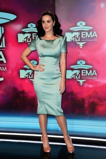 katy-perry-in-zac-posen
