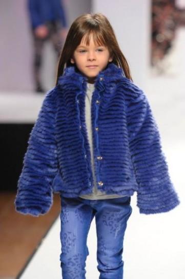 pelliccia-azzurra-di-fun-and-fun
