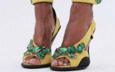 sandali con grandi pietre prada