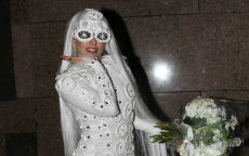 Ma come ti vesti? Lady Gaga in total white