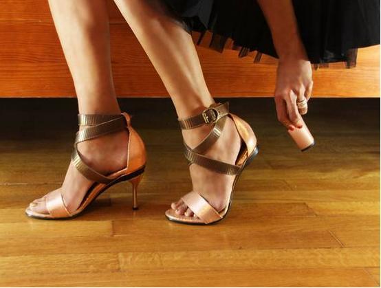 Le scarpe con il tacco intercambiabile