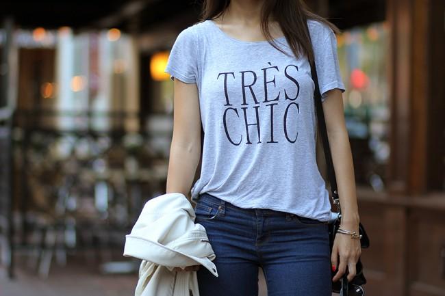indossare la t-shirt