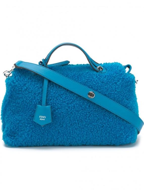 bauletto-pelliccia-azzurra-fendi