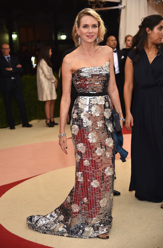Naomi-Watts-in-Burberry